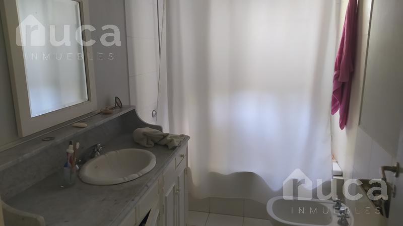Foto Casa en Venta en  Las Glorias,  Countries/B.Cerrado (Tigre)  VENTA | Encantadora CASA c/Frondoso Jardin y Pileta | Benavidez