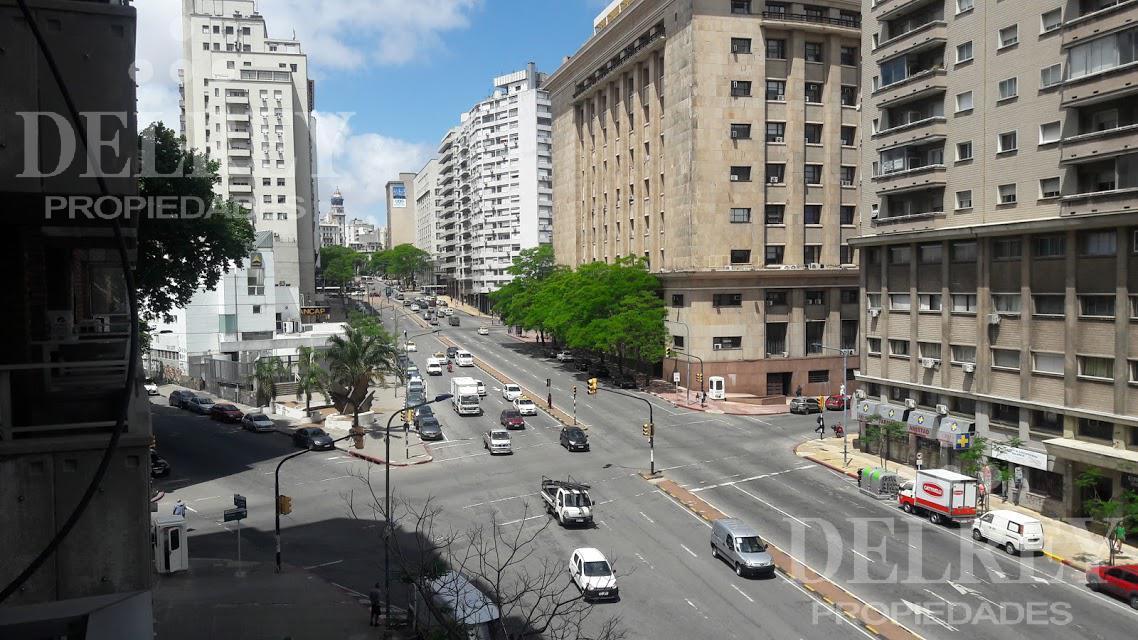Foto Departamento en Venta en  Centro ,  Montevideo  Avenida de Libertador y Galicia