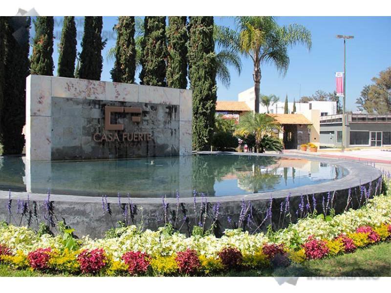 Foto Terreno en Venta en  Fraccionamiento El Alcázar (Casa Fuerte),  Tlajomulco de Zúñiga  Terrenos Venta Casa Fuerte - Coto Baluarte $1,100,000 A257 E2