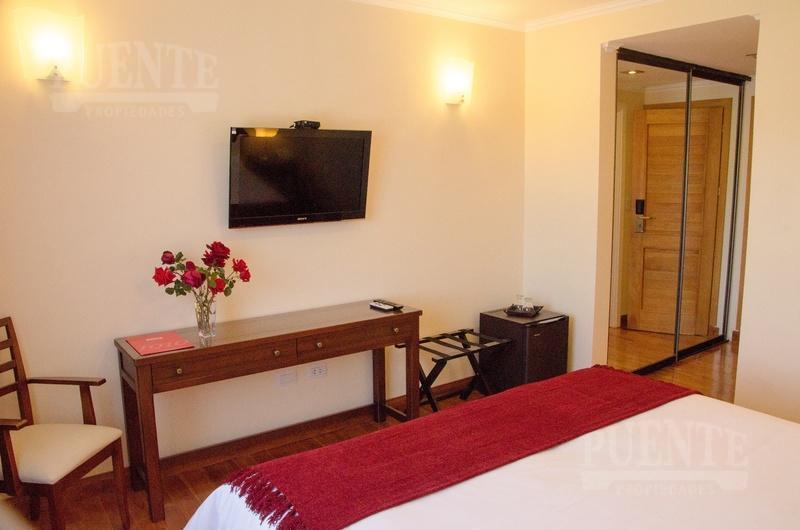 Foto Hotel en Venta en  Villa La Angostura ,  Neuquen  Hostería de excelente calidad costructiva   Panorámica vista a la cordillera