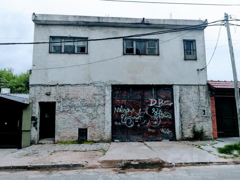 Foto Depósito en Venta en  Ituzaingó ,  G.B.A. Zona Oeste  Pinto al 200
