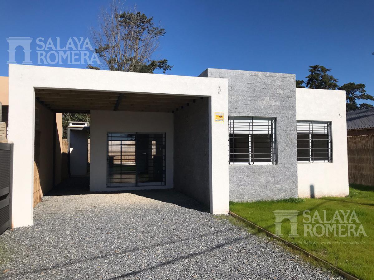 Foto Casa en Venta en  Playa Mansa,  Punta del Este  Moderna casa  en venta , ubicada en parada 39 a estrenar