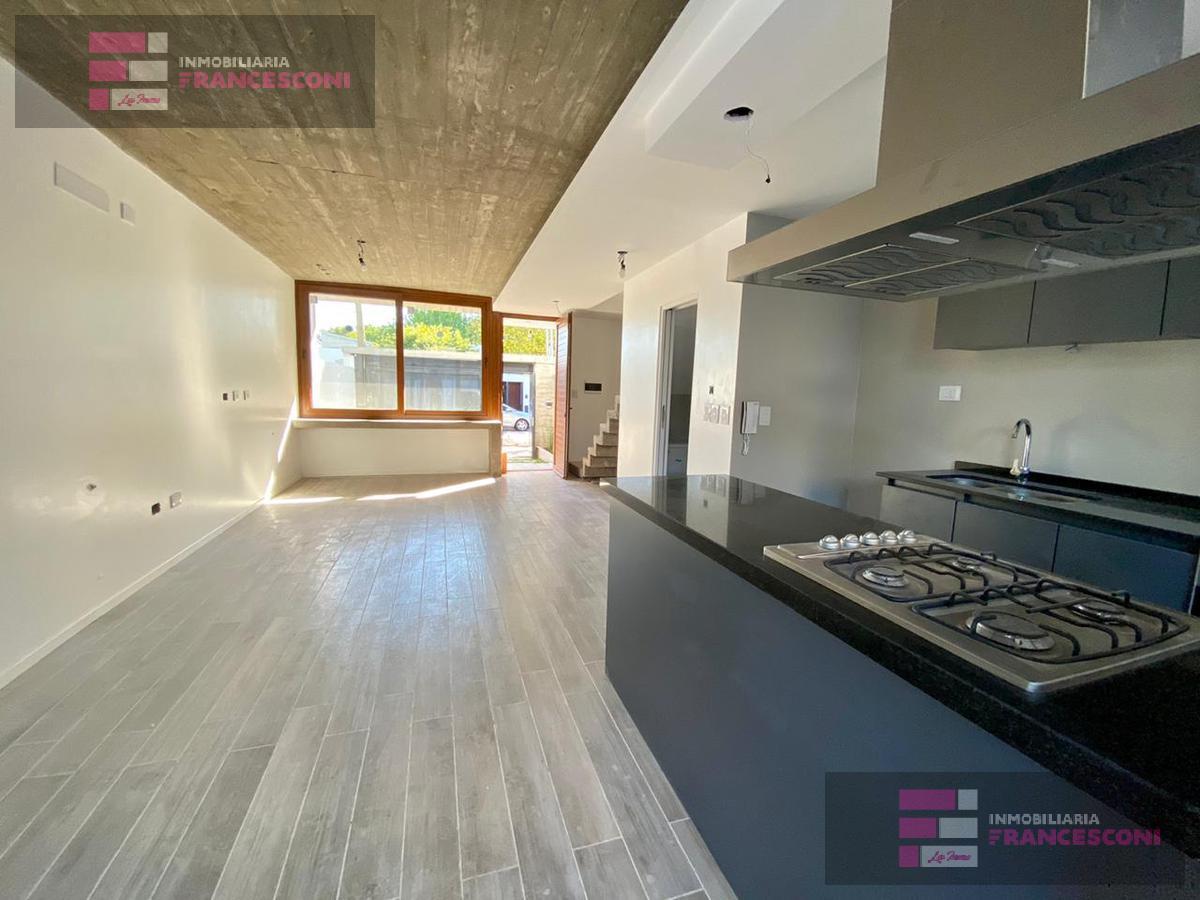 Foto Casa en Venta en  La Plata ,  G.B.A. Zona Sur  28 37 y 38