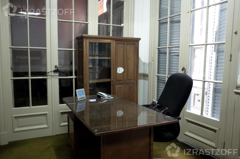 Oficina-Venta-Centro-Hipolito Yrigoyen e/ Chacabuco y Piedras