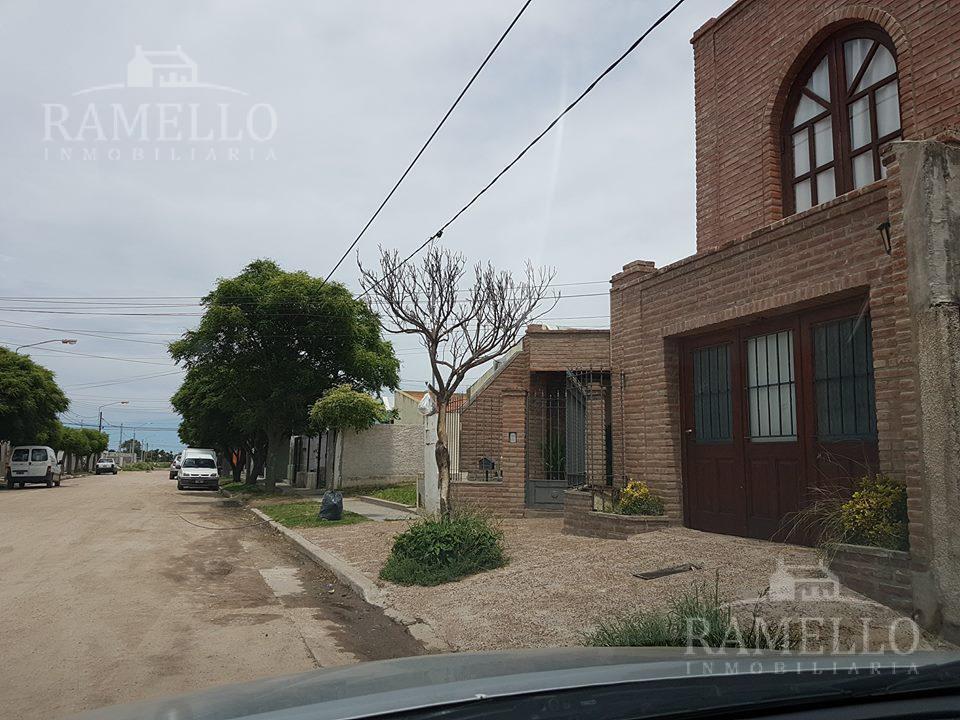 Foto Casa en Alquiler | Alquiler temporario en  Quintitas Golf,  Rio Cuarto  Pje Puente del Inca al 900