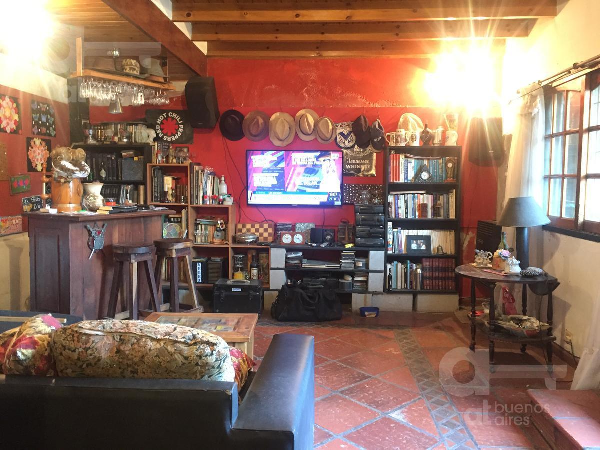 Foto Casa en Venta en  Liniers ,  Capital Federal  Barragán al 400