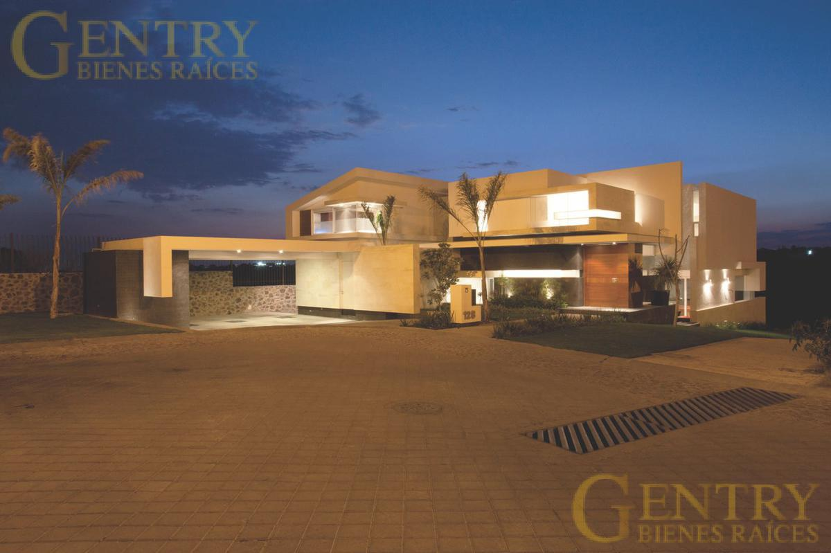 Foto Casa en Venta en  Querétaro ,  Querétaro  Increíble casa en El Campanario | Súper ubicación