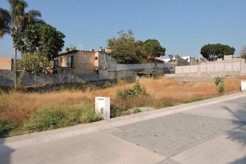 Foto Terreno en Venta en  Fraccionamiento Rinconada Palmira,  Cuernavaca  Venta de lote de terreno en Palmira, Cuernavaca...Clave 2380