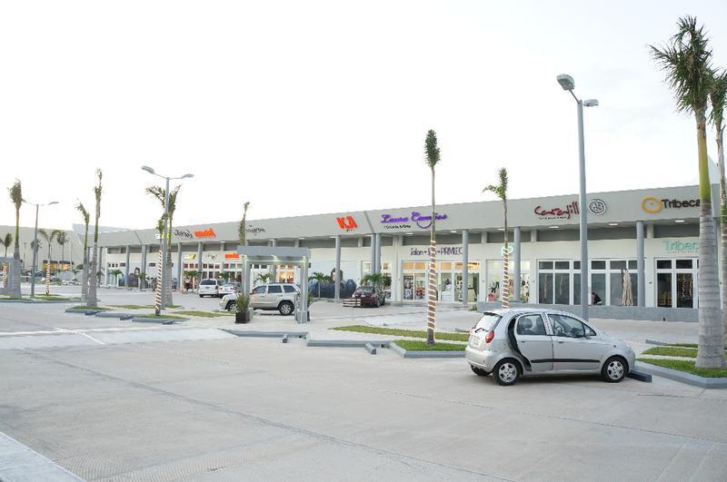 Foto Local en Renta en  Santa Rosa,  Coatzacoalcos  Local Comercial 40 mts2 PLAZA QUADRUM