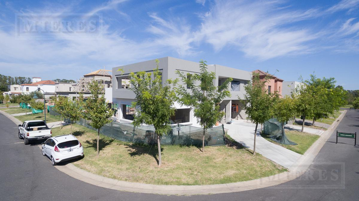 Casa a estrenar en venta en Barrio cerrado Windbells