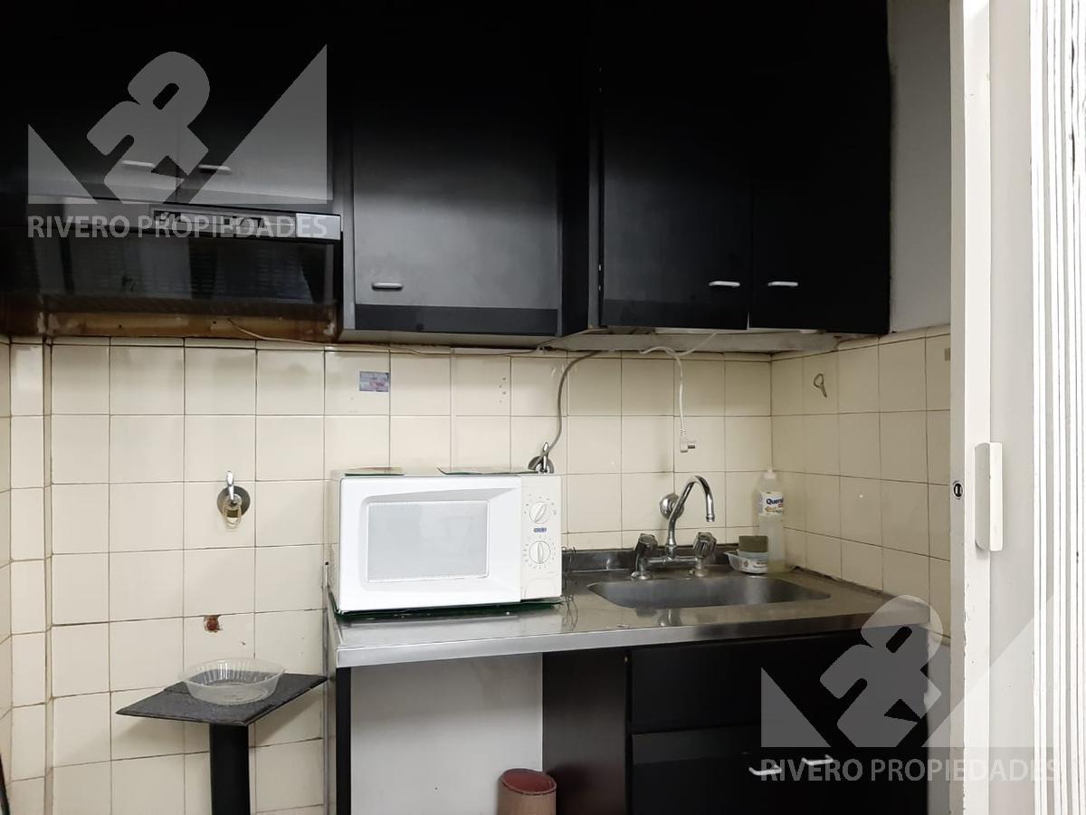 Foto Oficina en Alquiler en  Moron Norte,  Moron  Independecia al 100