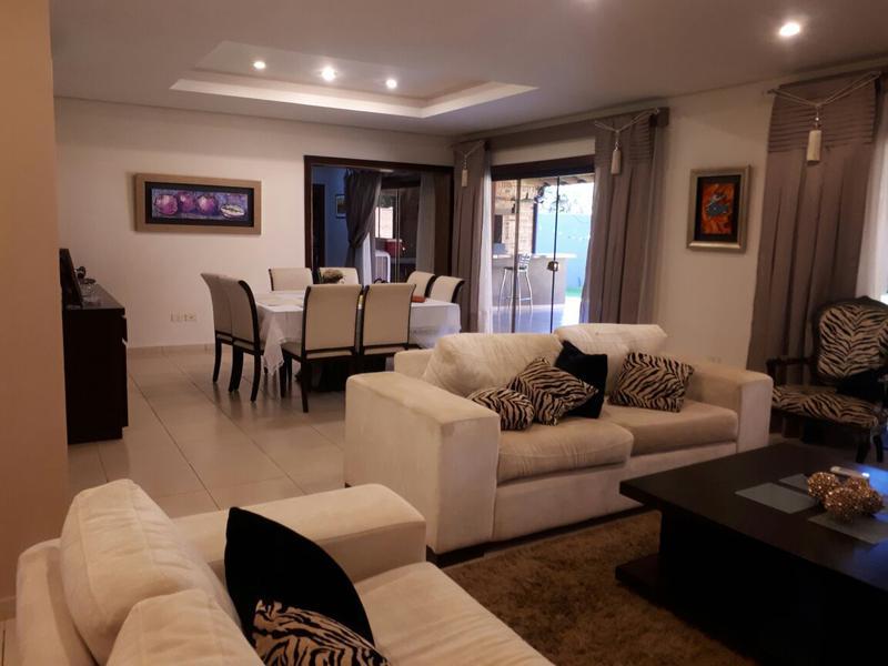 Foto Casa en Venta en  Las Lomas,  Santisima Trinidad  Vendo Casa De 4 Dormitorios Zona Shopping Del Sol