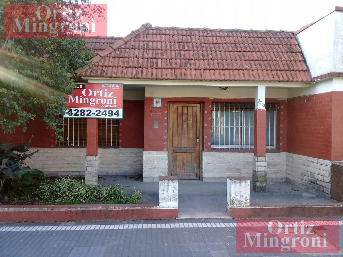 Foto Casa en Venta en  Lomas De Zamora,  Lomas De Zamora  Portela al 2500