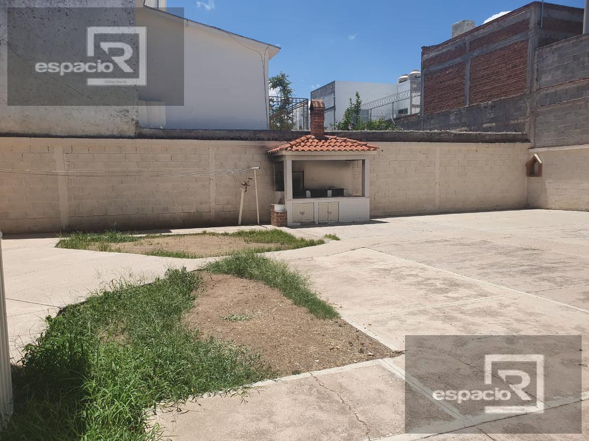 Foto Oficina en Venta en  Panamericana,  Chihuahua  CASA EN VENTA IDEAL PARA OFICINA EN PANAMERICANA CON AMPLIO ESTACIONAMIENTO