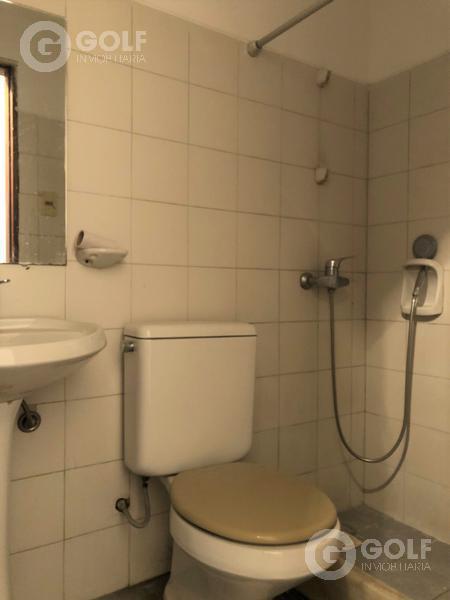 Foto Casa en Venta en  Pocitos ,  Montevideo  Casa de 3 dormitorios, fondo con parrillero