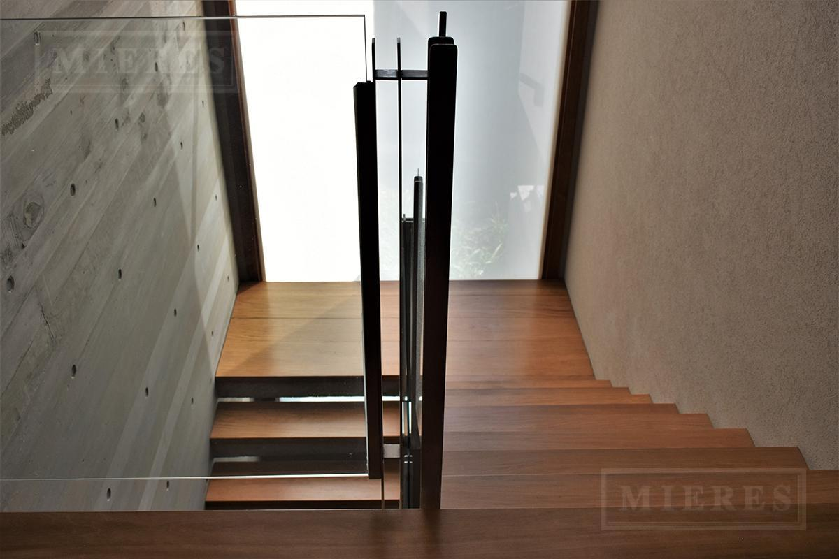 Mieres Propiedades - Importante casa  de 574 mts en Ayres Del Pilar