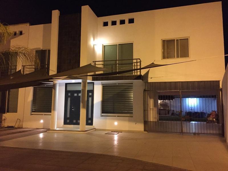 Casa en Venta Quinta Los Naranjos León Gto, terreno excedente.