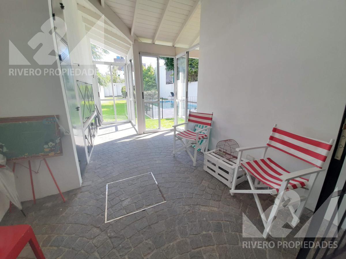Foto Casa en Venta en  Castelar Norte,  Castelar  Crisologo Larralde  al 1500