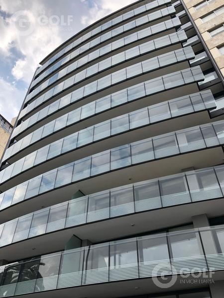 Foto Departamento en Venta   Alquiler en  Puerto Buceo ,  Montevideo  Apartamento de 3 dormitorios y servicio completo. Garaje para 3 autos.