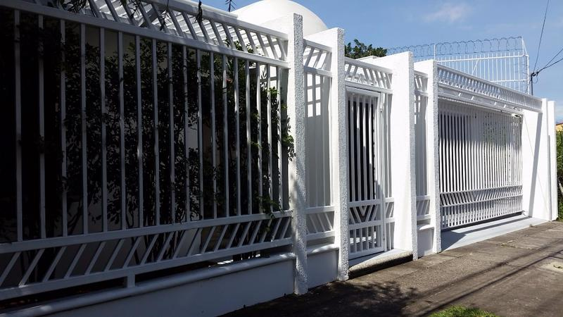 Foto Casa en Renta en  Escazu,  Escazu  SE ALQUILA, ESPACIOSA CASA EN ESCAZU, A SOLO 5 MINUTOS DE MCDONALDS, MASXMENOS Y DEMAS COMERCIOS.