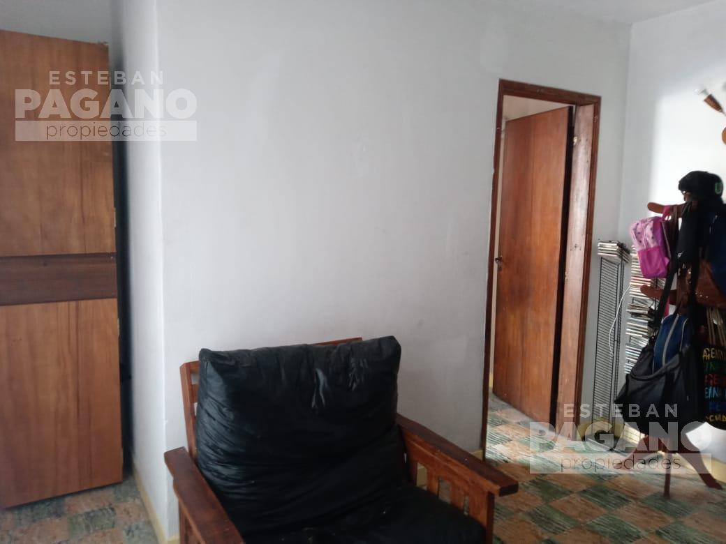 Foto Casa en Venta en  La Plata,  La Plata  14 33 y 34