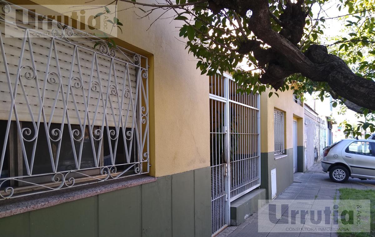Foto Casa en Venta en  Moron ,  G.B.A. Zona Oeste  Dr Rodolfo Monte al 1200