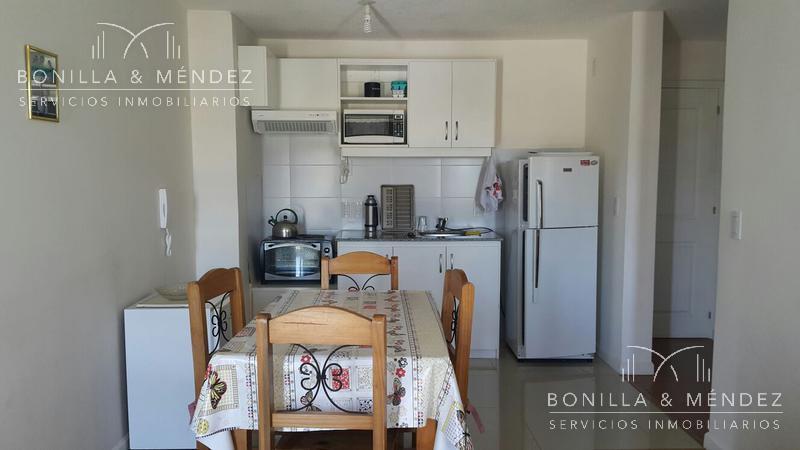 Foto Apartamento en Alquiler | Alquiler temporario en  Centro,  Piriápolis  Plaza Artigas Calle Emilia Alperovich