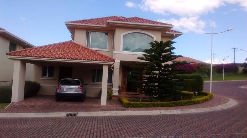Foto Casa en Alquiler en  Quito ,  Pichincha  Casa en renta Amoblada Cumbayá