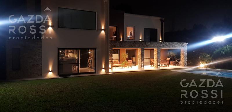Foto Casa en Venta en  Echeverria Del Lago,  Countries/B.Cerrado (E. Echeverría)  Importante propiedad de excelente calidad y diseño