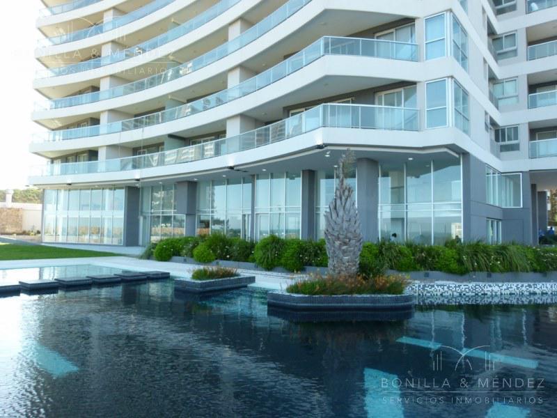 Foto Apartamento en Alquiler temporario en  Playa Brava,  Punta del Este  Avenida del Mar y Parada 10