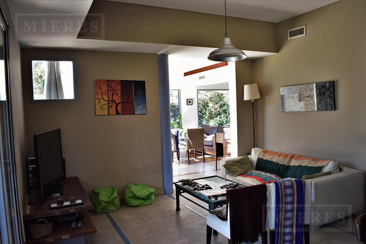 Mieres Propiedades - Casa de 350 mts en  El Establo