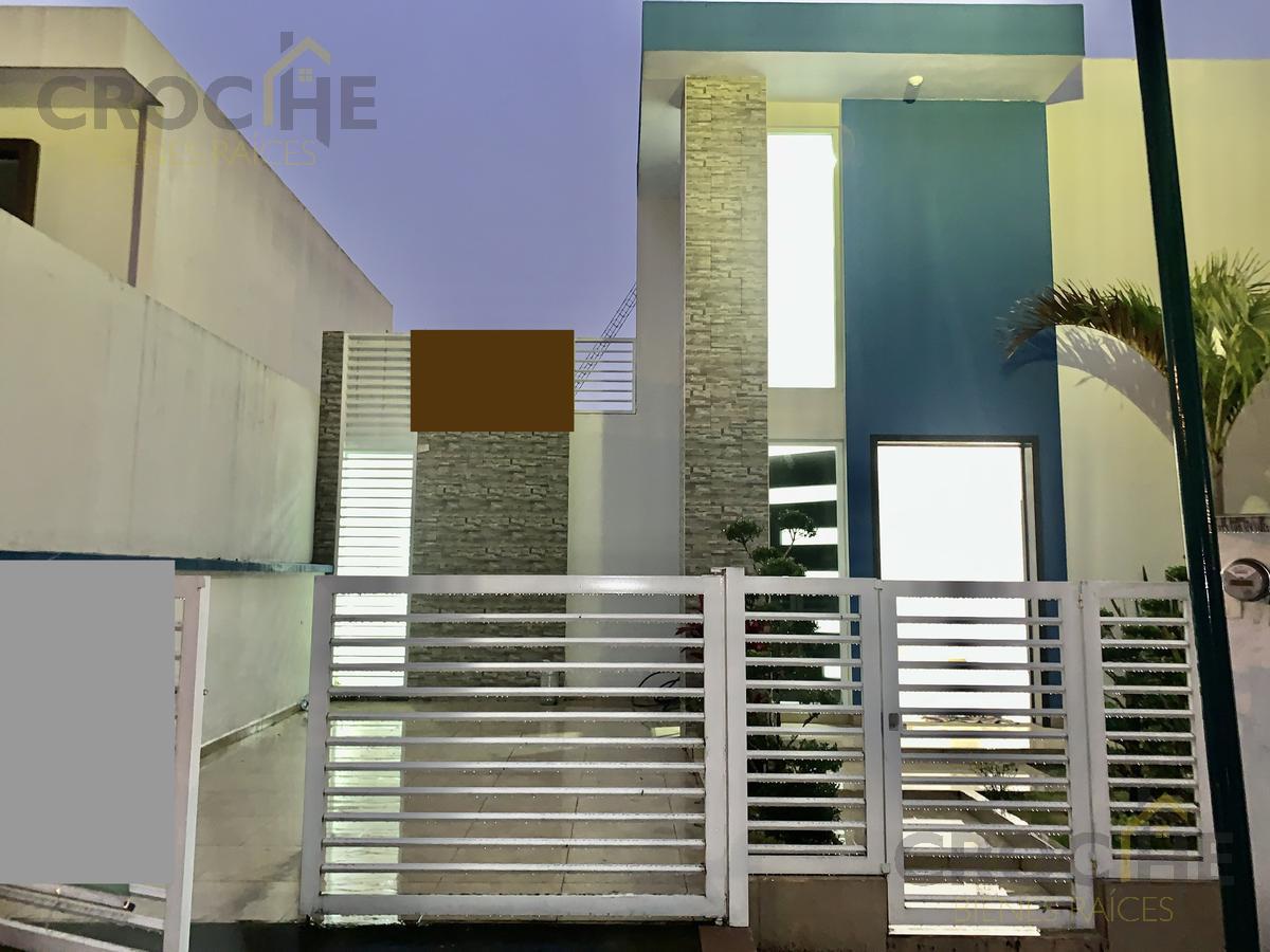 Foto Casa en Venta |  en  Fraccionamiento San José,  Coatepec  Casa en venta en Coatepec Veracruz dentro de Fracc. San Jose, enorme jardin