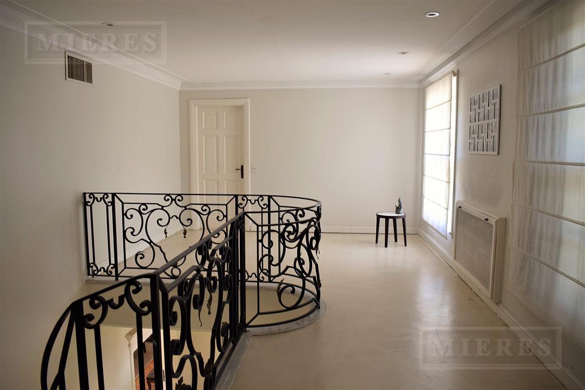 Amplia casa en venta en La Horqueta